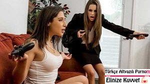 Azgın Lezbiyenlerin Ateşli Porno Filmi