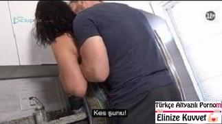 Mutfakta Sıkıştırdığı Üvey Annesini Domaltıp Sikiyor
