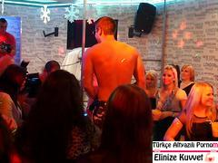 Otelin Seks Kulübü Herkesi Mutlu Ediyor