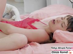Uyuyan Asyalı Kızın Götünü Zorla Sikiyor