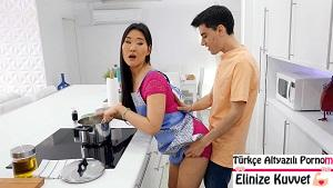 Asyalı Üvey Kız Kardeşimle Yemek Sonrası