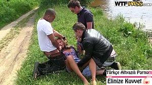 Çimenlerde Oturan Kıza Tecavüz Ettiler