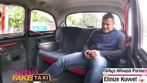 Taksiye Tek Binen Erkeklere Hizmette Sınır Yok