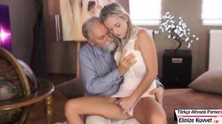 Çok Yaşlı Adam Hala Kız Sikme Peşinde
