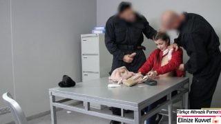 Minyon Kızla Zorla Sex Yapan Polisler