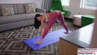 Yoga Yapan Arkadaşını Götten Sikiyor