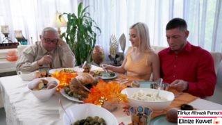 Akşam Yemeği Sonrasında Manitanın Annesini Sikme