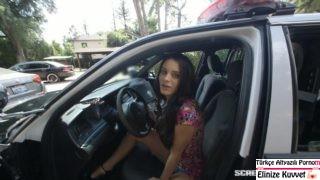 Genç Kız Polisin Elinden Ucuz Kurtuldu