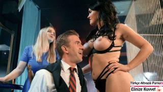 Hamile Kadın Kocasını Striptiz Şova Getiriyor