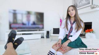 Liseden Dönen Kızını Rahatlatan Baba