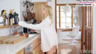 Milf Manitasını Mutfakta Beceriyor