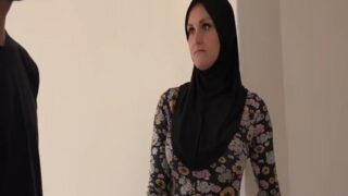 Emlakçıyla Pazarlık Yapan Suriyeli Abla