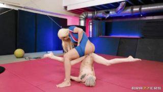 Spor Müsabakasında Dekolte Verince Azan Karılar