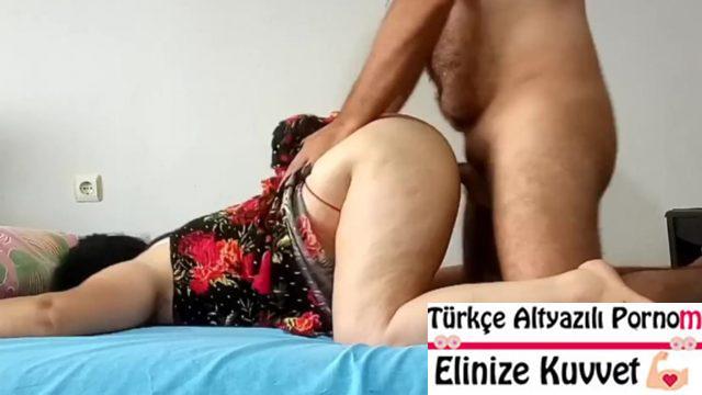 Başörtülü Türk Kadın Komşuda Domalıyor